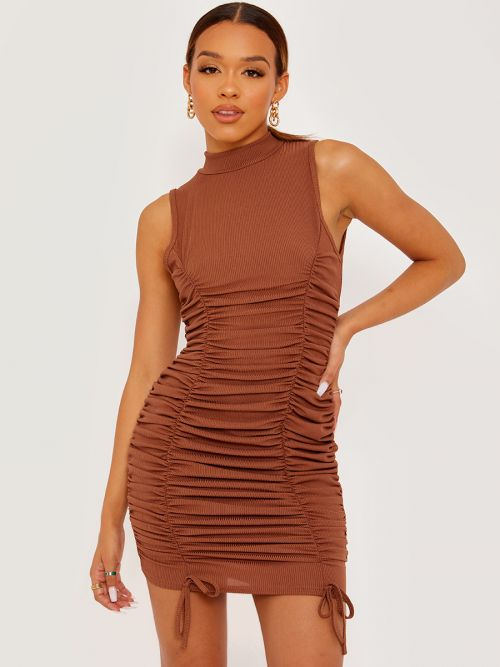 Leyla Sleeveless Ribbed Ruched Dress In Chocolate