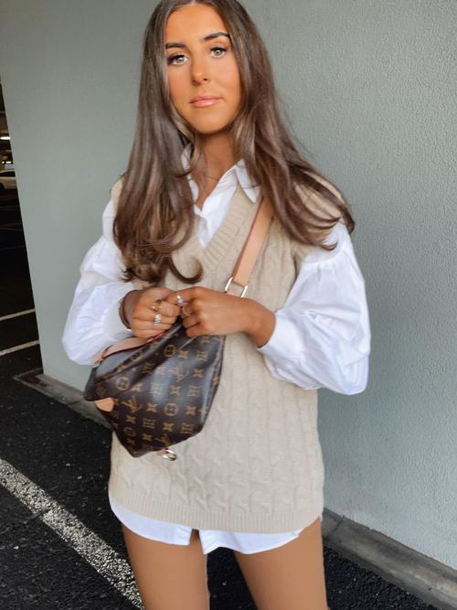 Roberta Cable Knit V-Neck Sleeveless Jumper In Stone